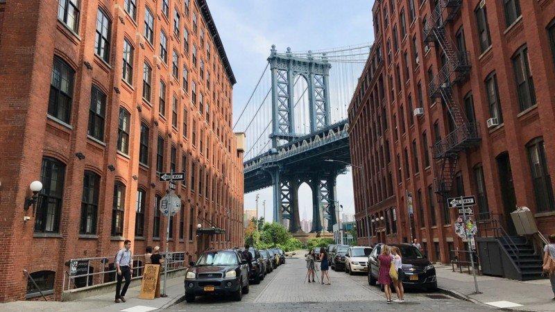 Słynny widok na most Manhattan z DUMBO, Brooklyn