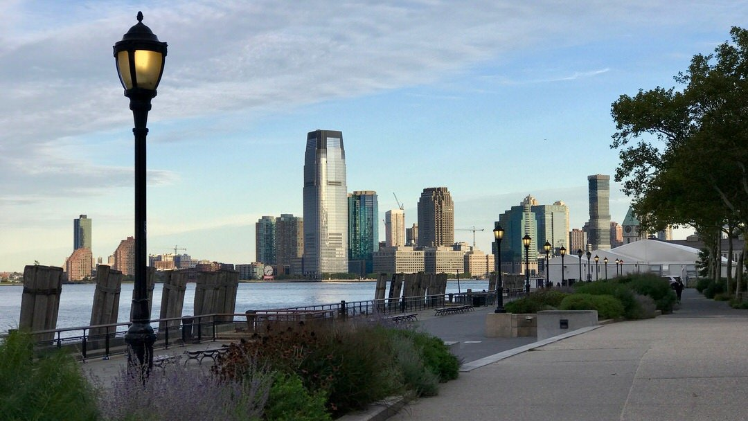Battery Park z widokiem na New Jersey