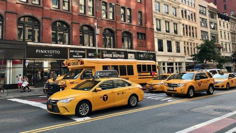 Komunikacja miejska w Nowym Jorku to przede wszystkim metro, autobusy i żółte taksówki