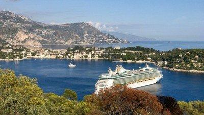 Widok na zatokę Villefranche i półwysep Cap-Ferrat z Mont Boron w Nicei