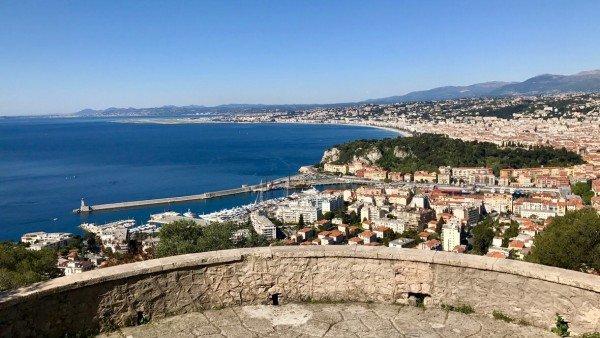 Widok na port w Nicei ze wzgórza Mont Boron