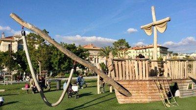 Plac zabaw dla dzieci w Nicei, Lazurowe Wybrzeże