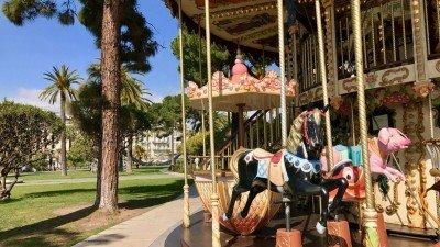 Karuzela dla dzieci w ogrodach Alberta I w Nicei
