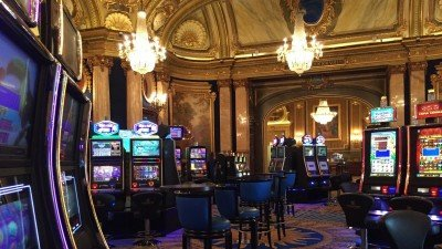 Co zobaczyć na Lazurowym Wybrzeżu? Na przykład kasyno w Monte Carlo.