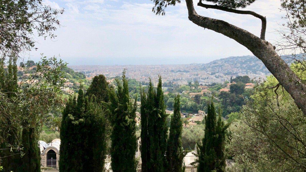 Panorama Nicei z kaskady Gairaut