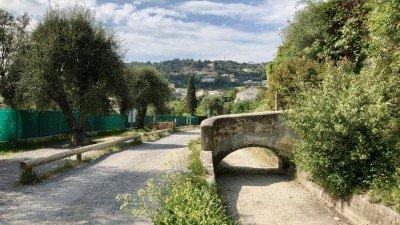 Stary kanał doprowadzający wodę do Nicei z rzeki Vesubie