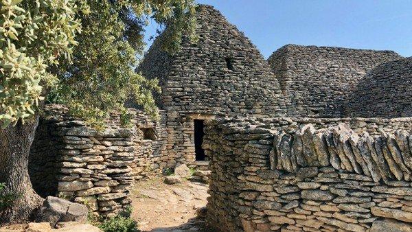 Village des Bories, kamienne domy prowansalskie obok Gordes