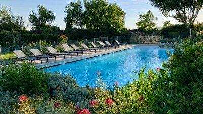 Warto znaleźć nocleg w Prowansji z dostępem do basenu. To idealny odpoczynek po zwiedzaniu okolicy.
