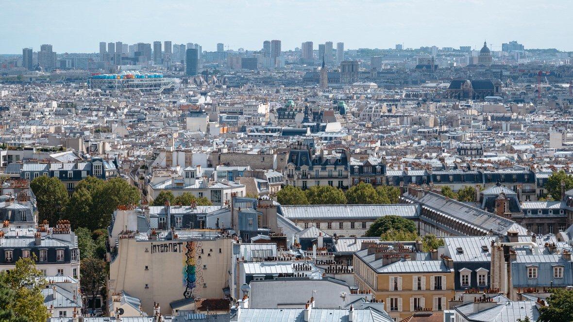 Panorama Paryża ze schodów przed Bazyliką Sacre Coeur