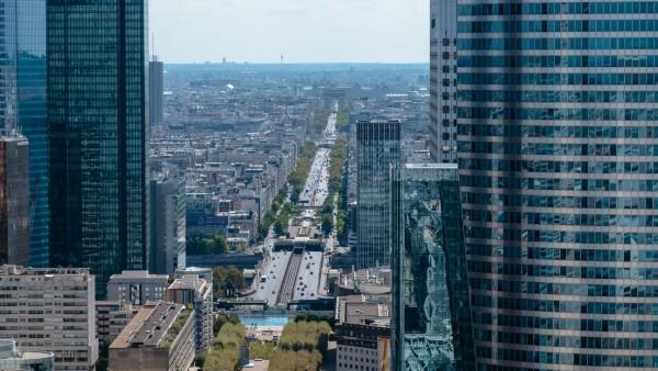 Paryż z Wielkiego Łuku w La Defense