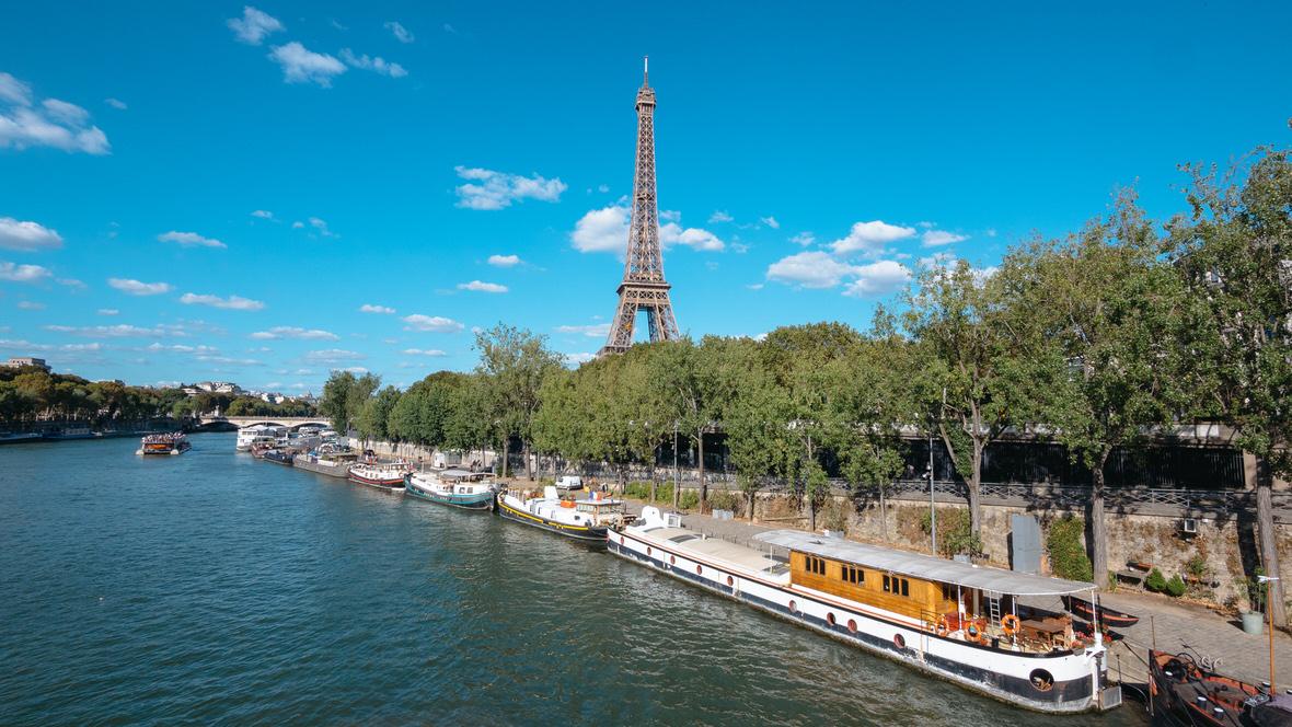 Widok z mostu Bir-Hakeim w Paryżu