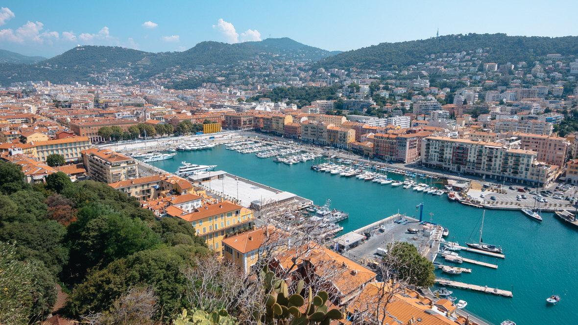 Stary Port w Nicei, widok ze Wzgórza Zamkowego