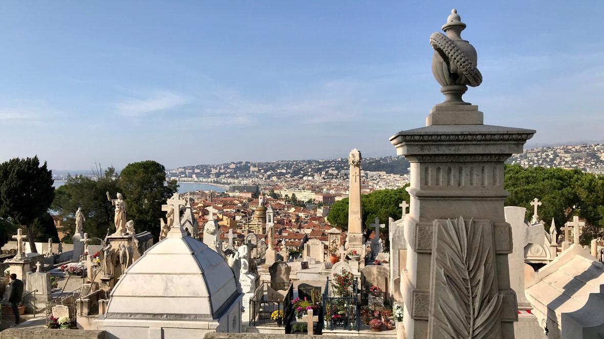 Widok na Niceę z cmentarza na Wzgórzu Zamkowym