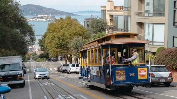 Cable car to komunikacja miejska w San Francisco