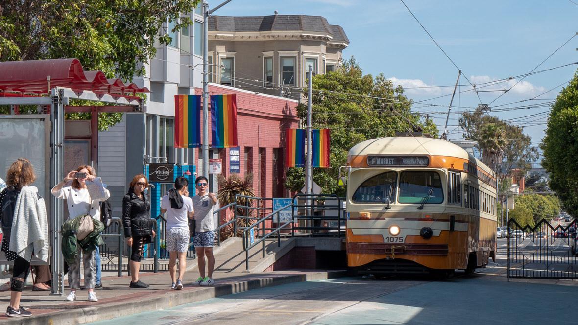 Tramwaje linowe to nie jedyny transport publiczny w San Francisco. Dostępne są także tradycyjne tramwaje oraz autobusy.