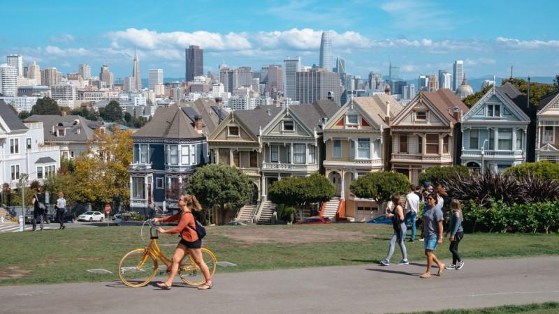 Oferta Airbnb w San Francisco to sporo różnych apartamentów prywatnych o różnym standardzie i szerokim zakresie cenowym.