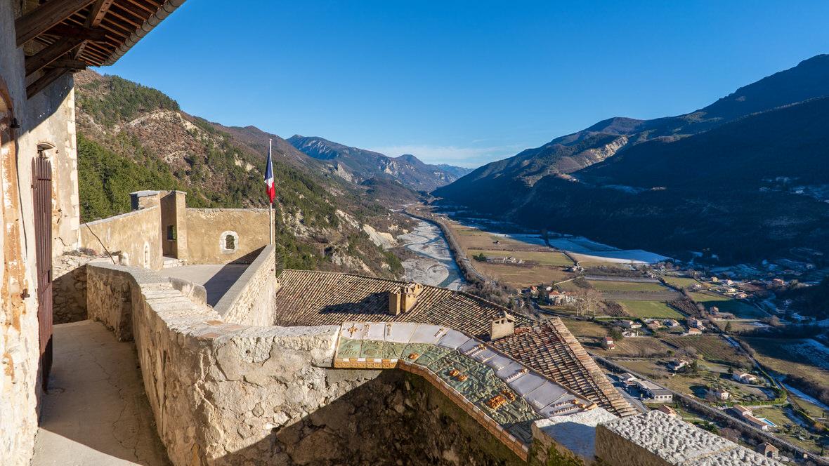 Widok na dolinę z cytadeli w Entrevaux
