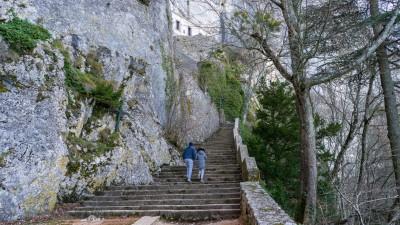 Droga prowadząca do groty Marii Magdaleny, sanktuarium la Sainte-Baume