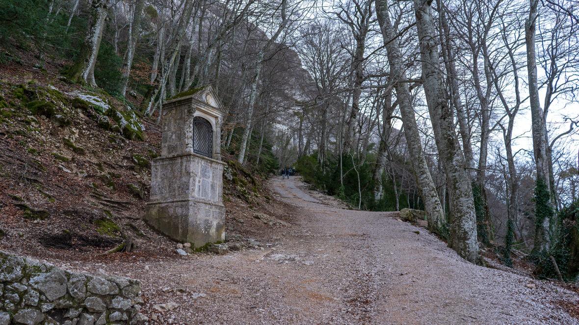 Droga prowadząca do groty Marii Magdaleny