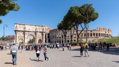 Koloseum i Łuk Konstantyna Wielkiego w Rzymie