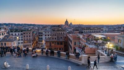 Zachód słońca w Rzymie obserwowany przy Schodach Hiszpańskich