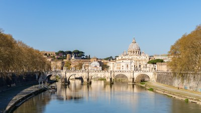Watykan z mostu w Rzymie