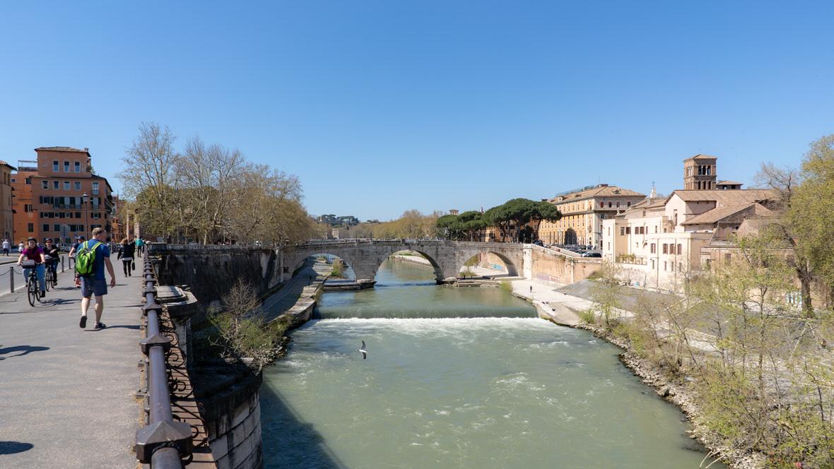 Most prowadzący na Zatybrze, Rzym