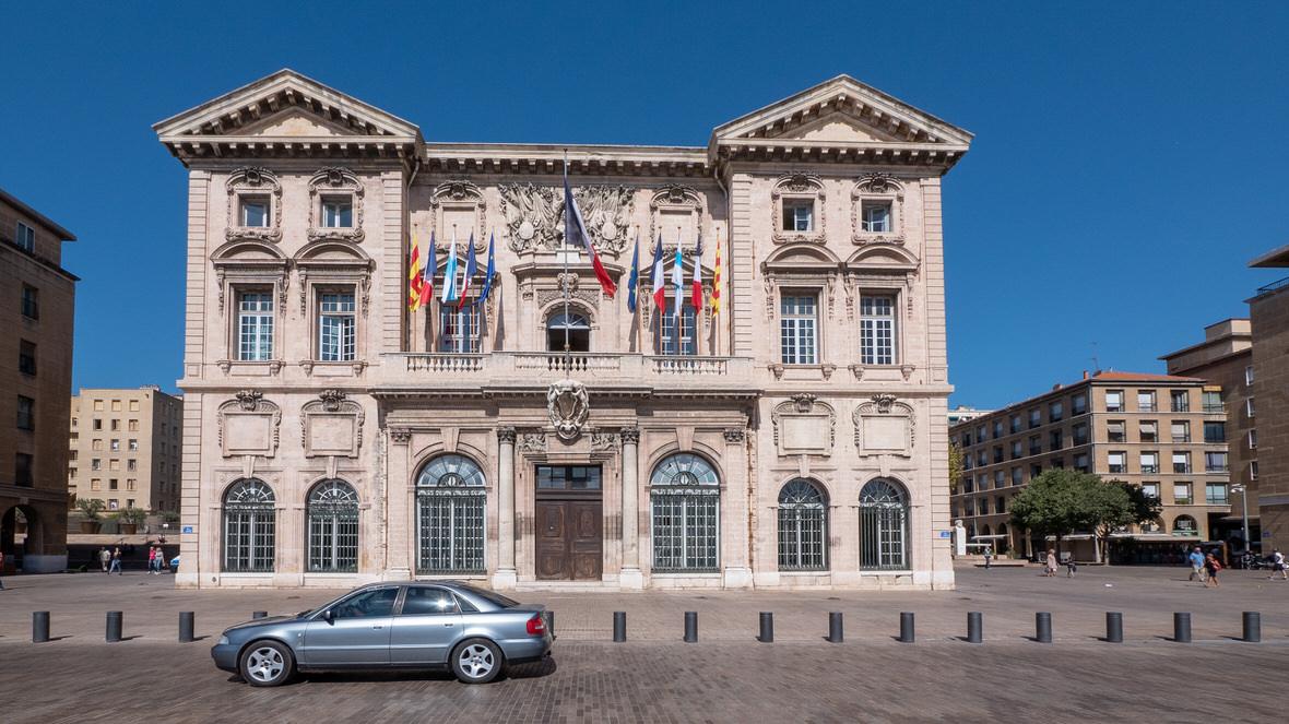 Zabytkowy ratusz w Marsylii