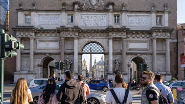 Brama prowadząca na Piazza del Popolo