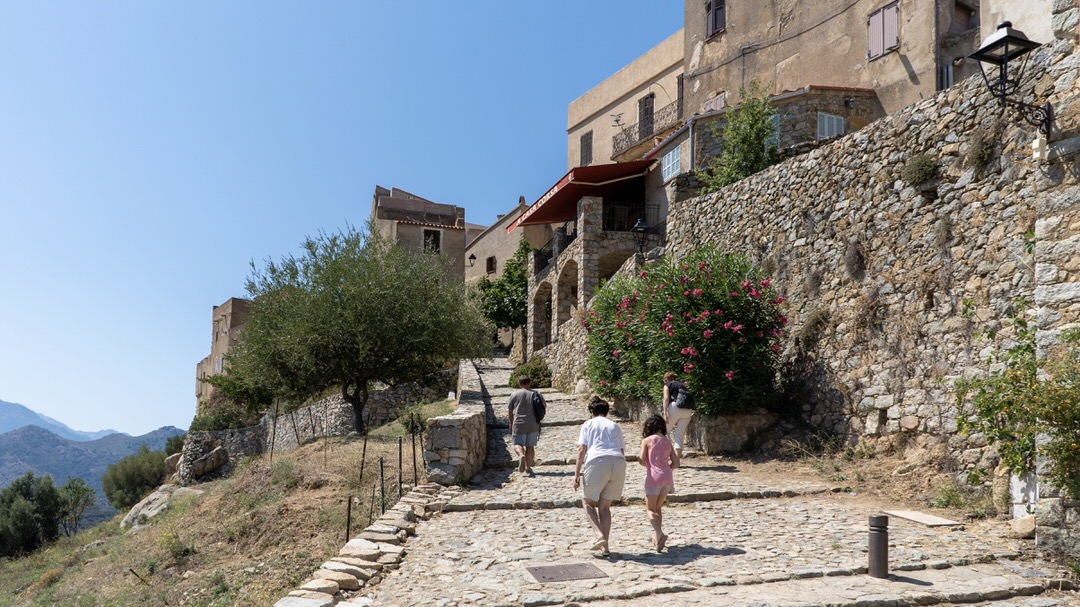 Sant'Antonino, górskie miasteczko na Korsyce